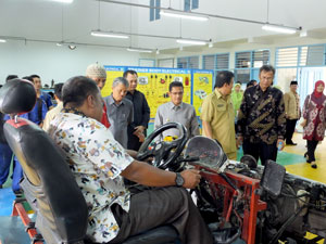 Kunjungan ke Bengkel Otomotif