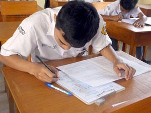 Siswa-mengerjakan-ujian